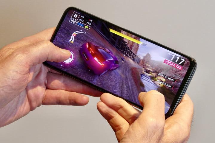 Realme 8 5G playing Asphalt 9: Legends