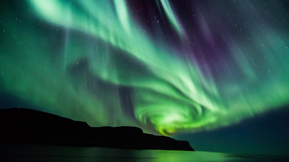 Icelandic spiral northern lights in Autumn
