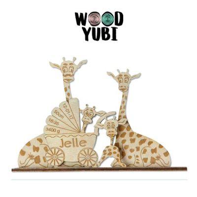 Houten geboortekaartje Giraffe familie met kind