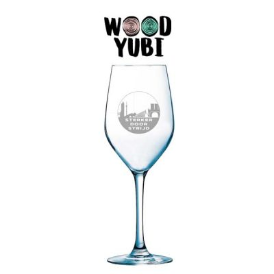 Gegraveerd Wijnglas Sterker door Strijd