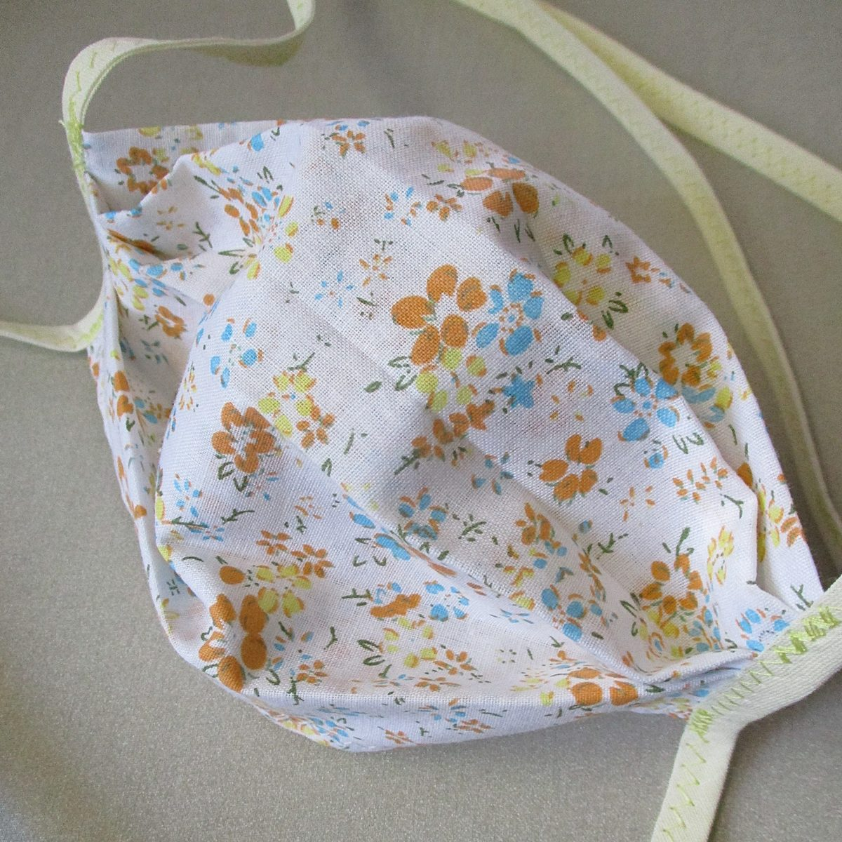 Gesichtsmaske Sommerwiese Baumwolle weiß gelb orange blau Blumenmuster