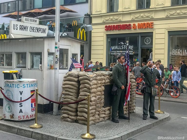 Berlin 127_Checkpoint Charlie