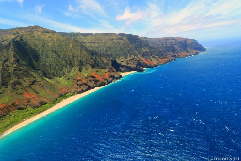https://usercontent.one/wp/www.worldwideweindl.com/wp-content/uploads/Kauai-2905-Mauna-Loa-Helicopter-Tours-Napali-Coast.jpg