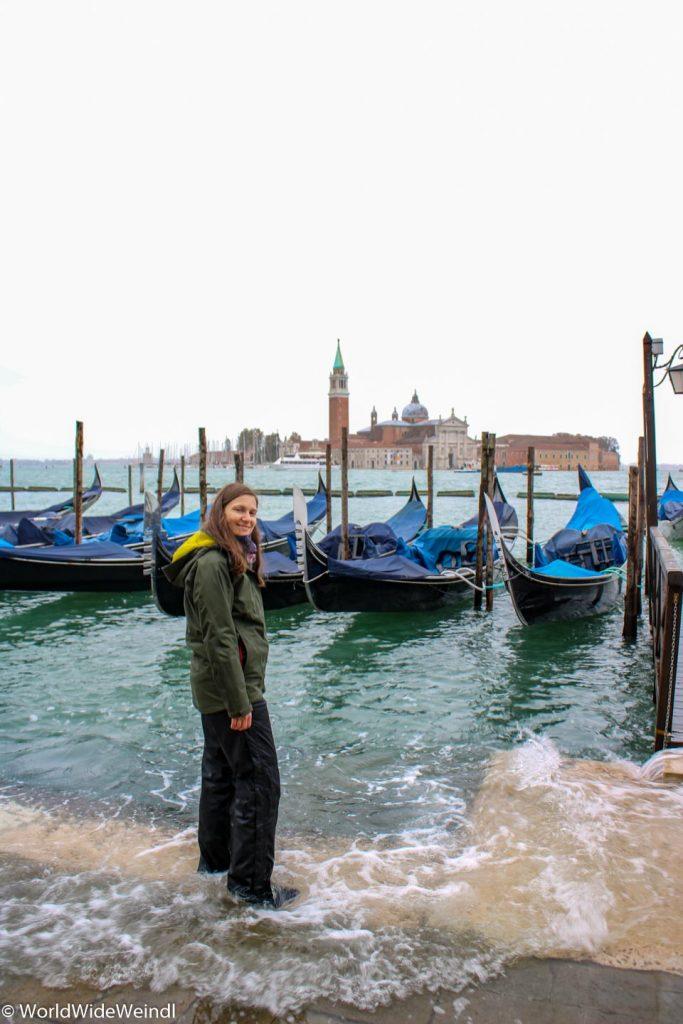 Venedig_Venezia-34_Gondeln mit Blick auf Nachbarinsel
