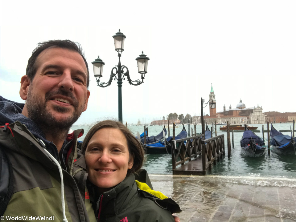 Venedig_Venezia-35_Gondeln mit Blick auf Nachbarinsel