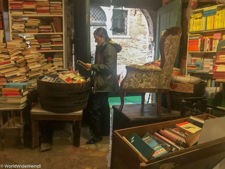 Venedig_Venezia-87_Libreria Aqua Alta