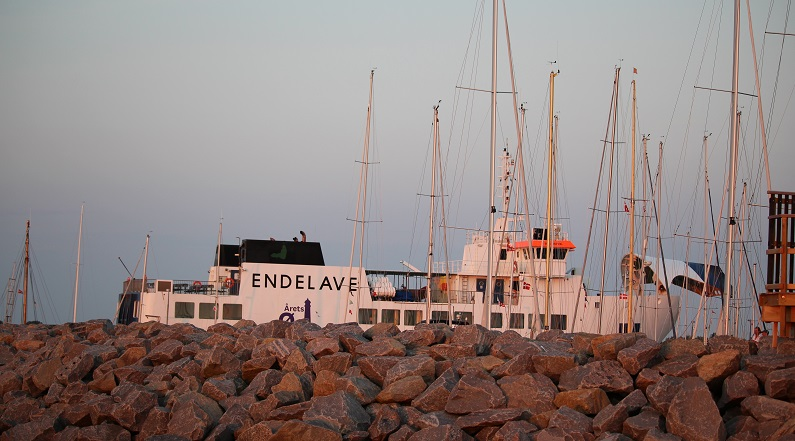 Ø-livets ro - Endelave-færgen