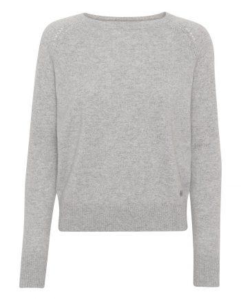 Pearl Pullover i 100% premium cashmere fra det danske brand Wuth Cashmere. Blødeste cashmere bluse i en klassisk lysegrå farve.