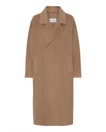 Oversize coat from danish brand Wuth Copenhagen. 15% cashmere and 85% wool in the softest and most elegant coat. Get it in two colors: camel and black.