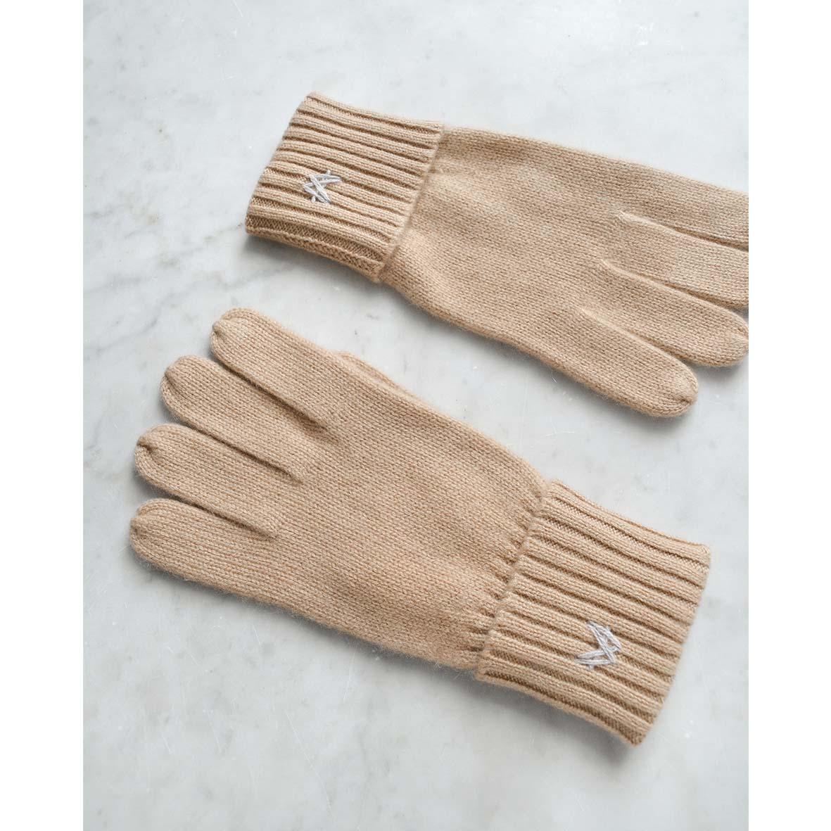 Cashmere handsker til kvinder og mænd i flotte farver. 100% premium handsker fra Wuth Copenhagen.