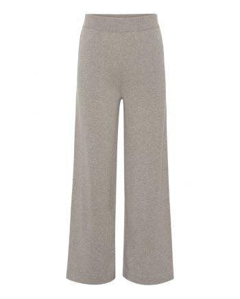Cashmere buksere i en flot sand farve fra danske cashmere brand Wuth Copenhagen. 100% cashmere bukser.