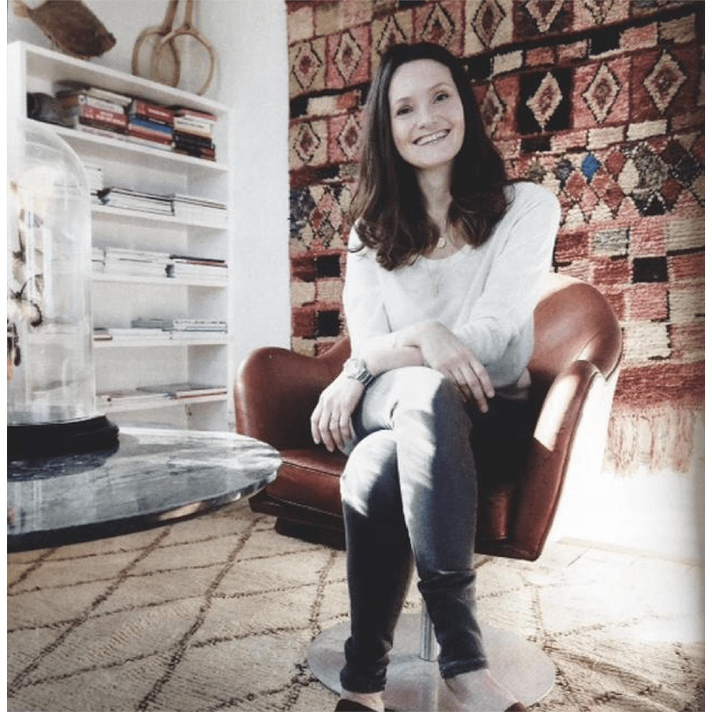 Vores tidligere agent Sandra fra WHO's Agency i Costume