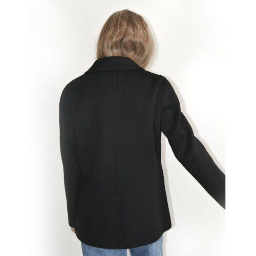 Klassisk blazer fra Wuth Copennhagen. Passer perfekt over vores tynde cashmere bluser, eller en hvid t-shirt.