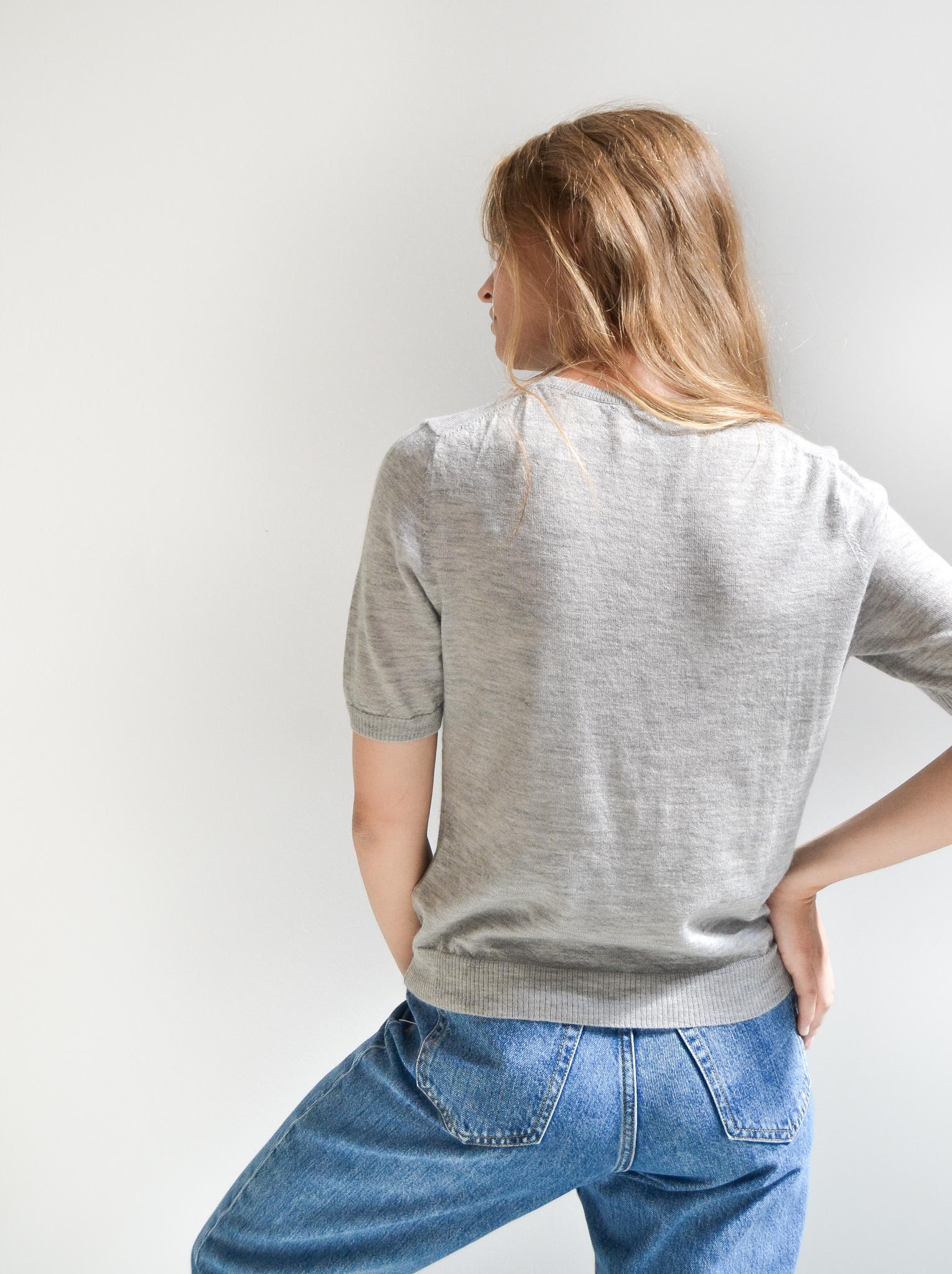 Vores model i Audry T-shirt i 100% cashmere fra Wuth Copenhagen.