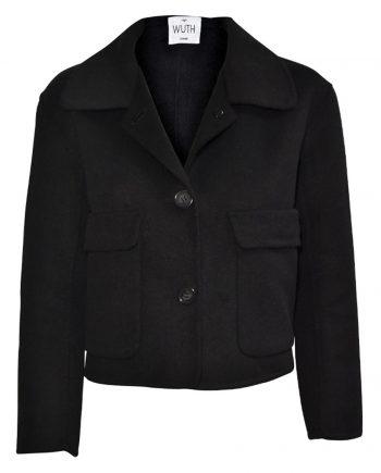 Klassisk kort jakke i en cashmere-uld-blanding. 15% premium cashmere og 85% uld fra Indre Mongoliet fra det danske brand Wuth Copenhagen.