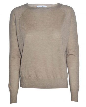 Light Pearl Pullover i en camel farve. Find og tynd cashmere kvalitet, som passer perfekt til sommer.