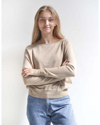 Light Pearl Pullover i en flot beige farve. Modellen har en størrelse small på i 100% premium cashmere