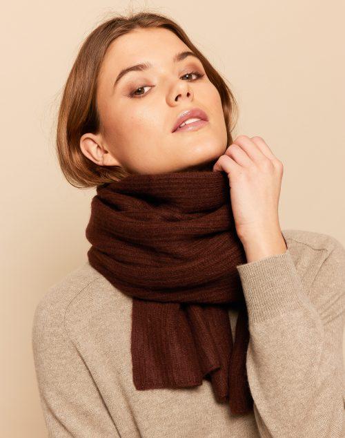 Premium cashmere halstørklæder fra Wuth Copenhagen. 100% superior cashmere tørklæde til både kvinder og mænd.