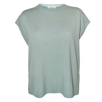 100% premium cashmere vest. Klassisk cashmere vest i flot jade grøn farve, som er perfekt over en hvid skjorte eller rullekrave.