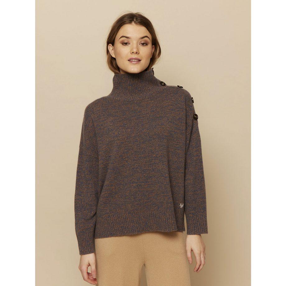 Vore nye lane cashmere pullover fra Wuth Copenhagen i en dobbeltfarve. Blå og brun til de kolde vinterdage.