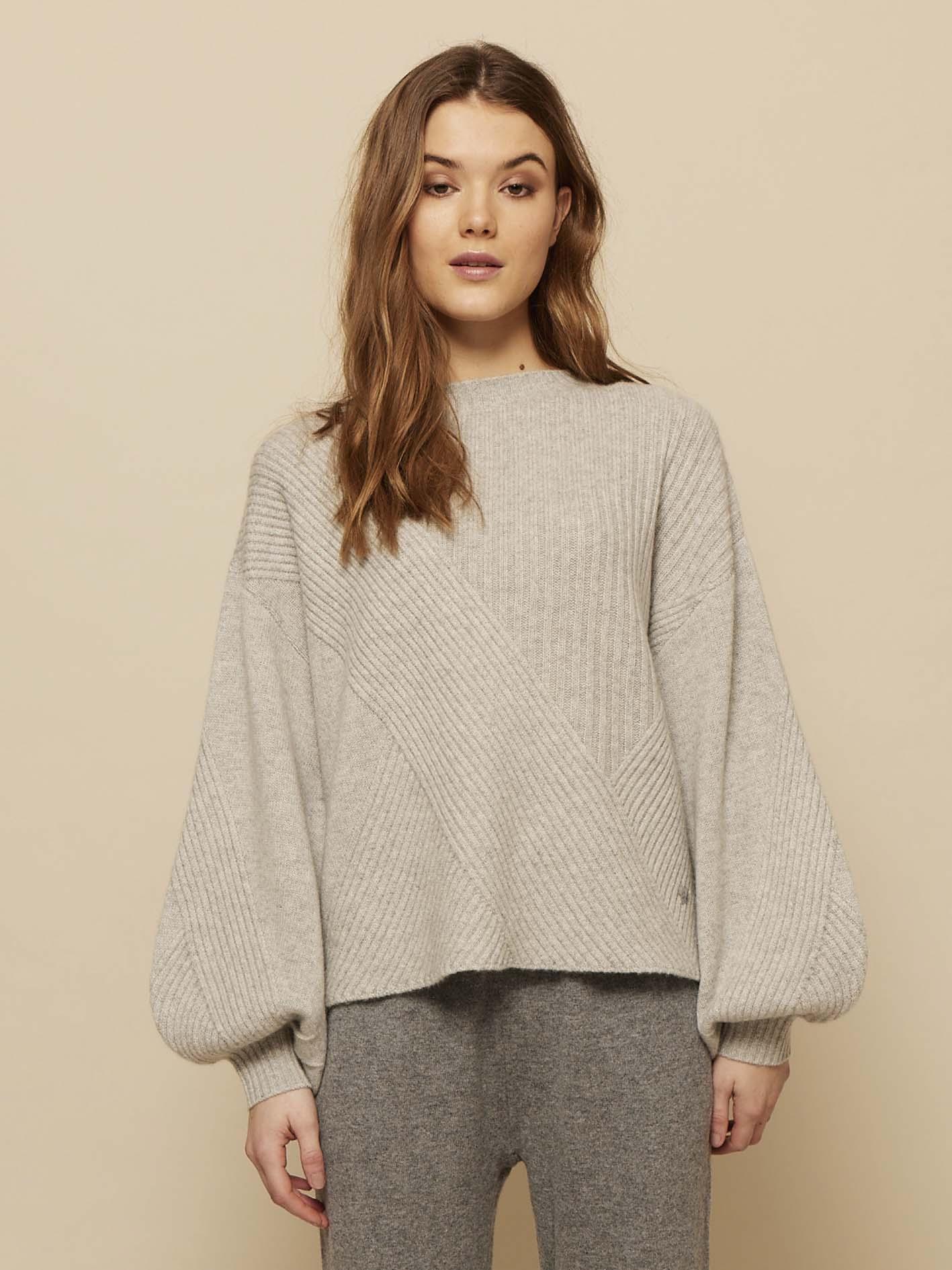 Louise cashmere sweater fra Wuth Copenhagen i premium 100% cashmere. Den nyeste AW21 kollektion for vinter.