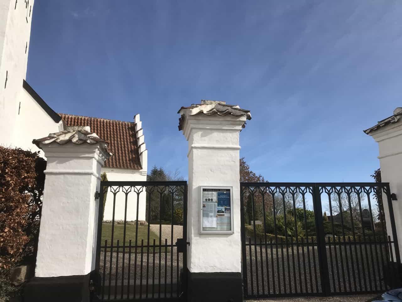 Fodslette Kirke indgang