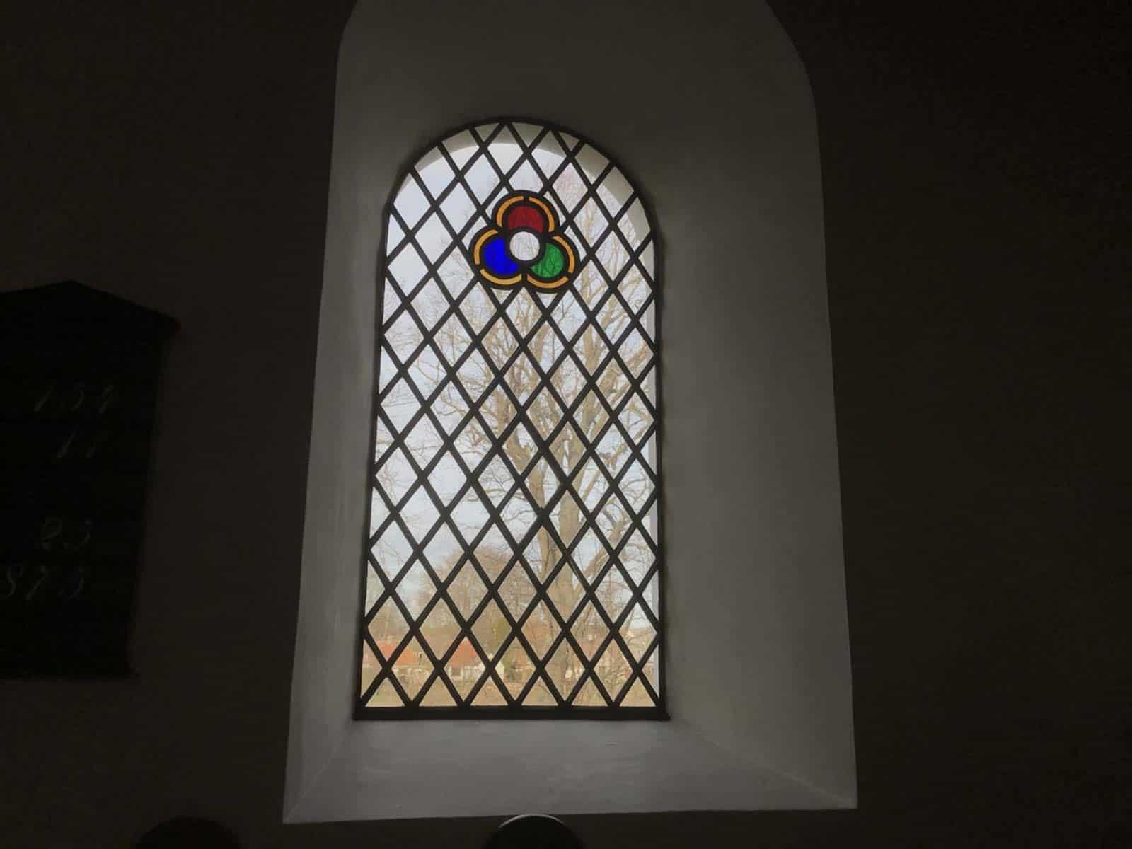 Fuglsbølle Kirke vindue