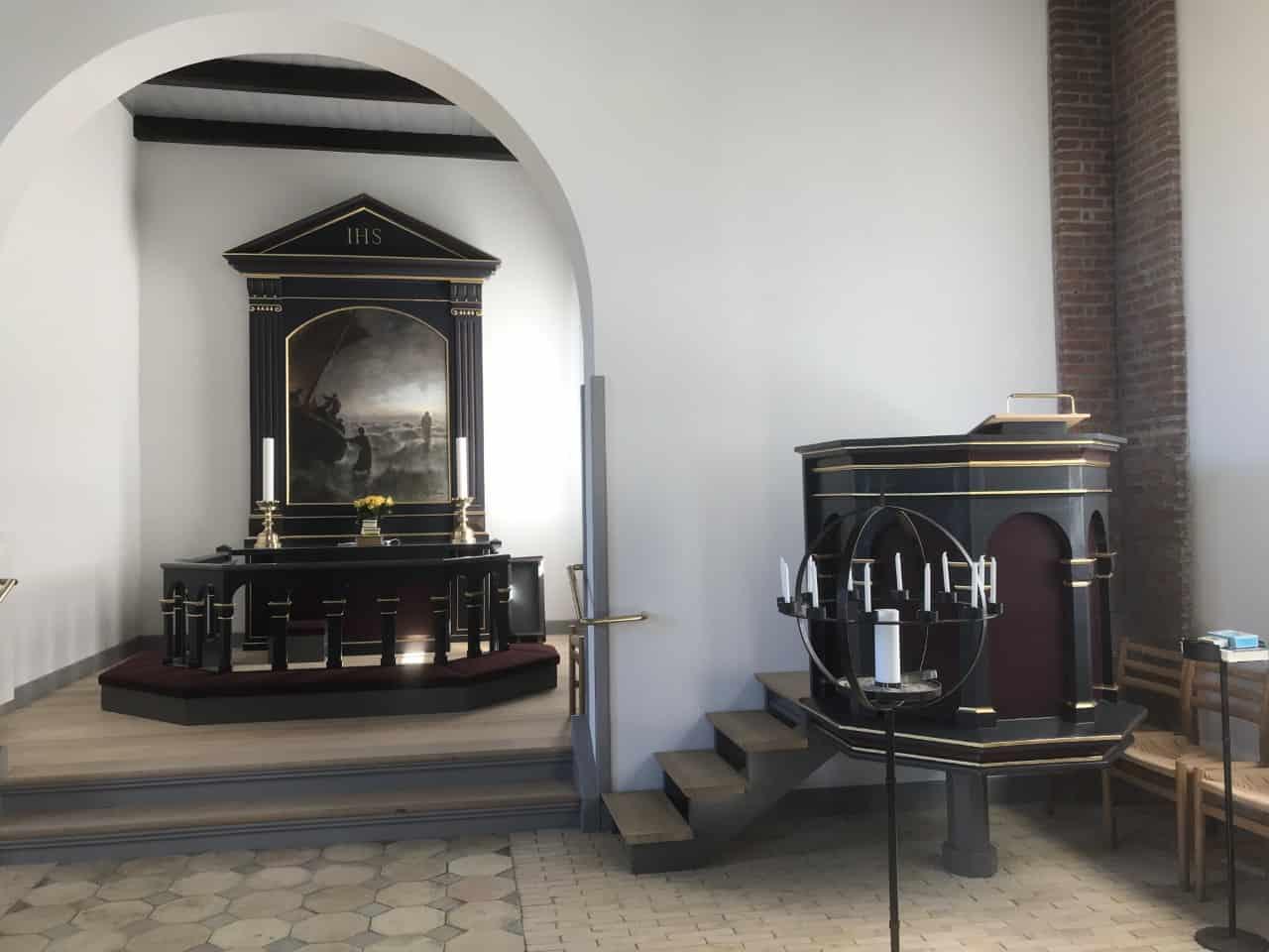 Hou Kirke talerstol altertavle