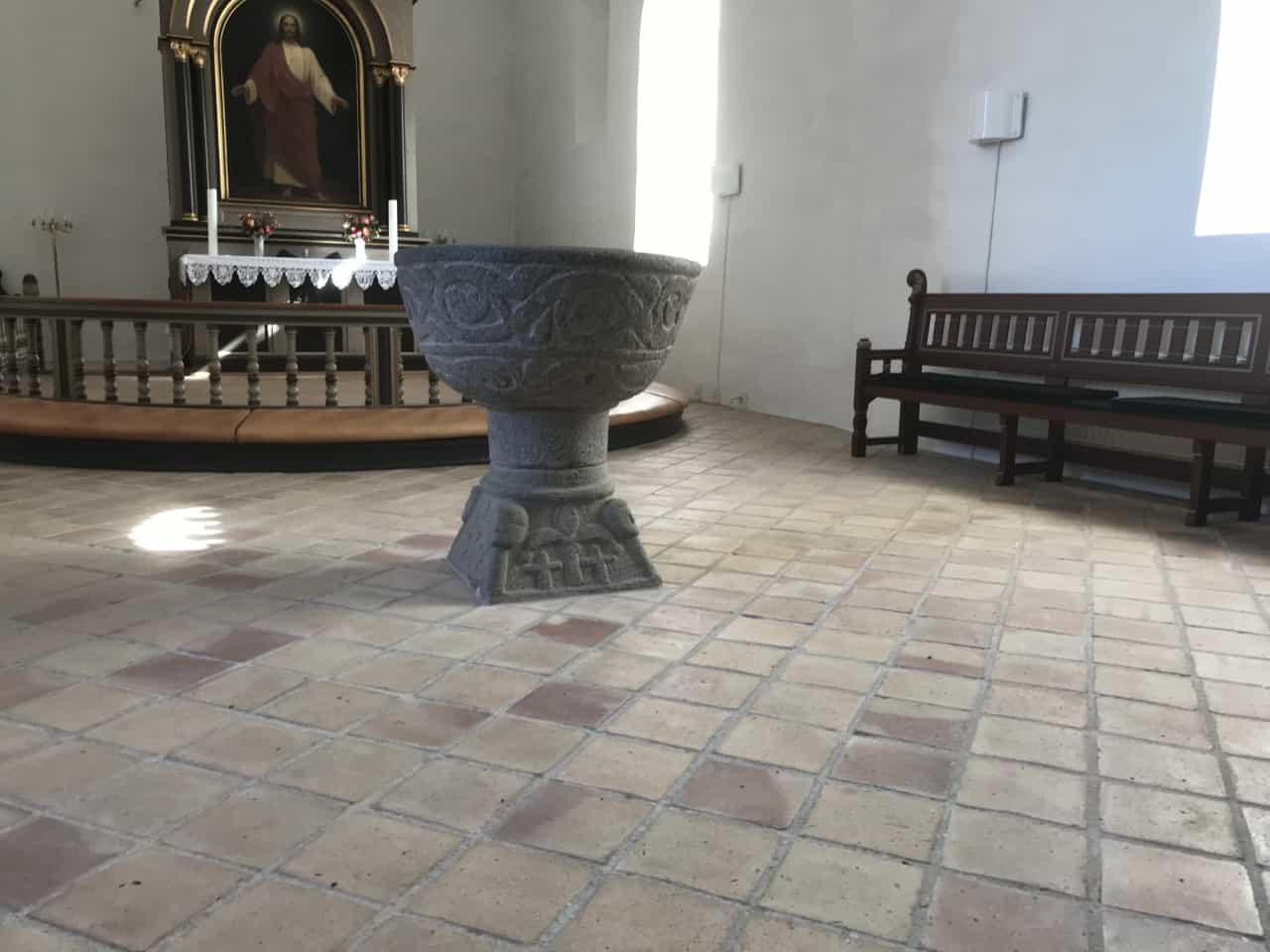 Humble Kirke døbefond altertavle