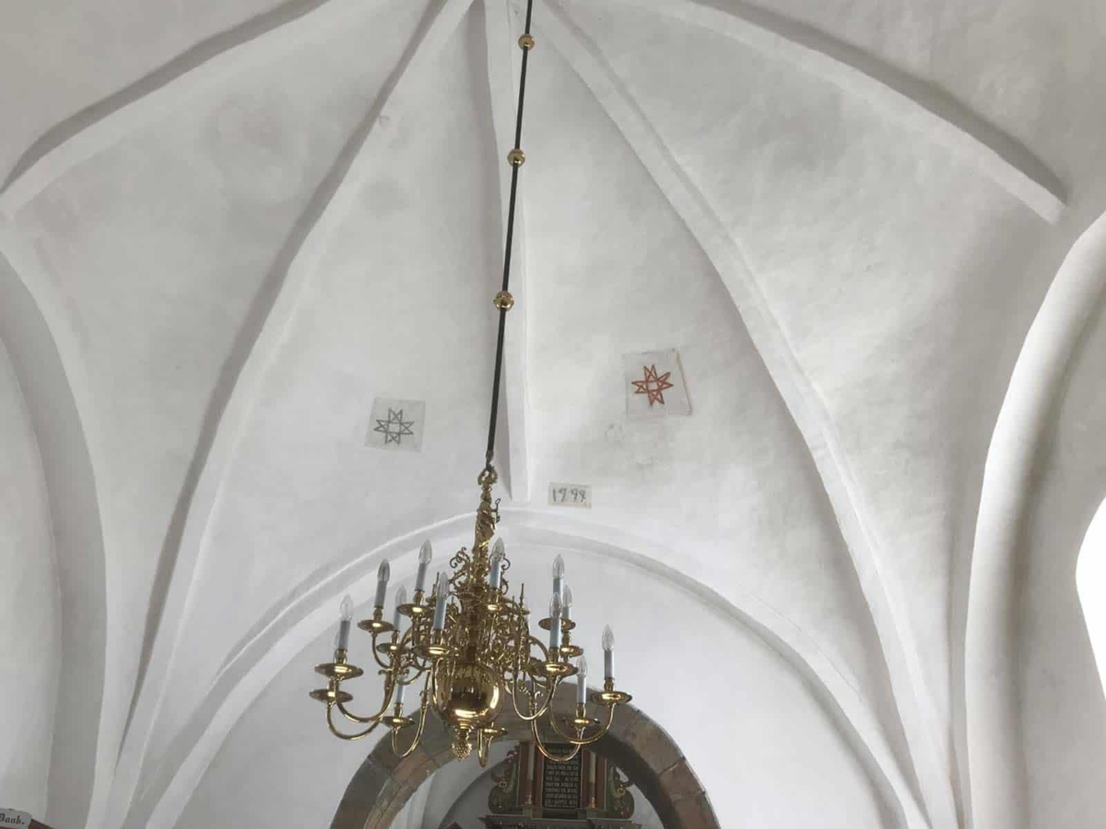 Snøde Kirke tagudsmygning lysekrone