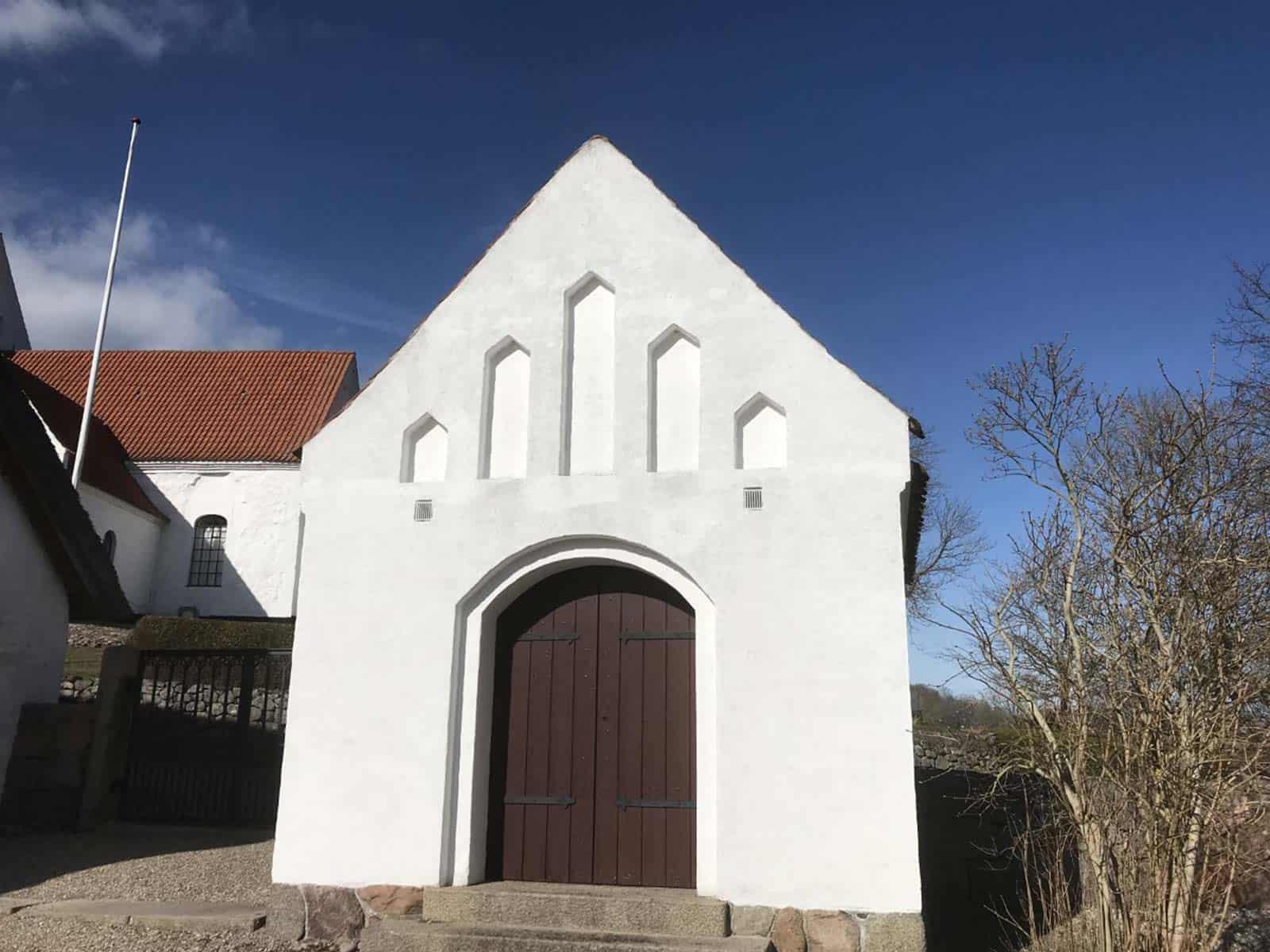Tryggelev Kirke våbenhus