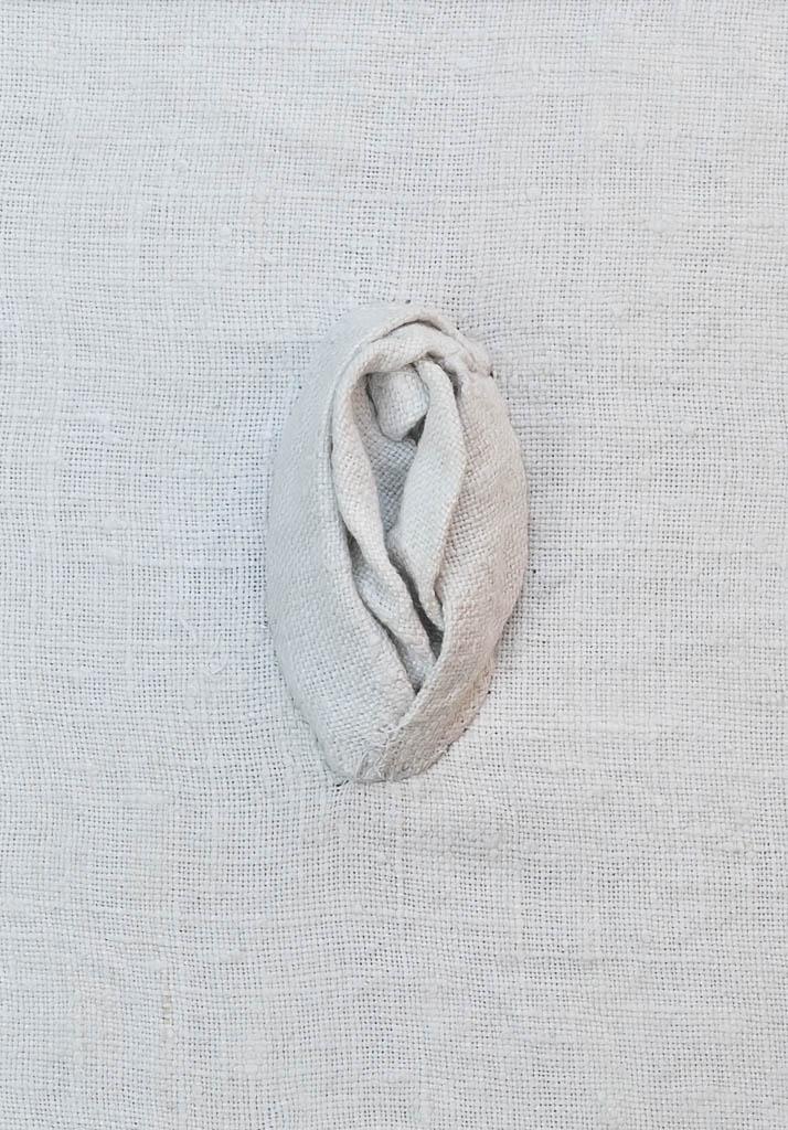 Nr. 1 Yoni Linen 12 x 17 cm, € 190,-