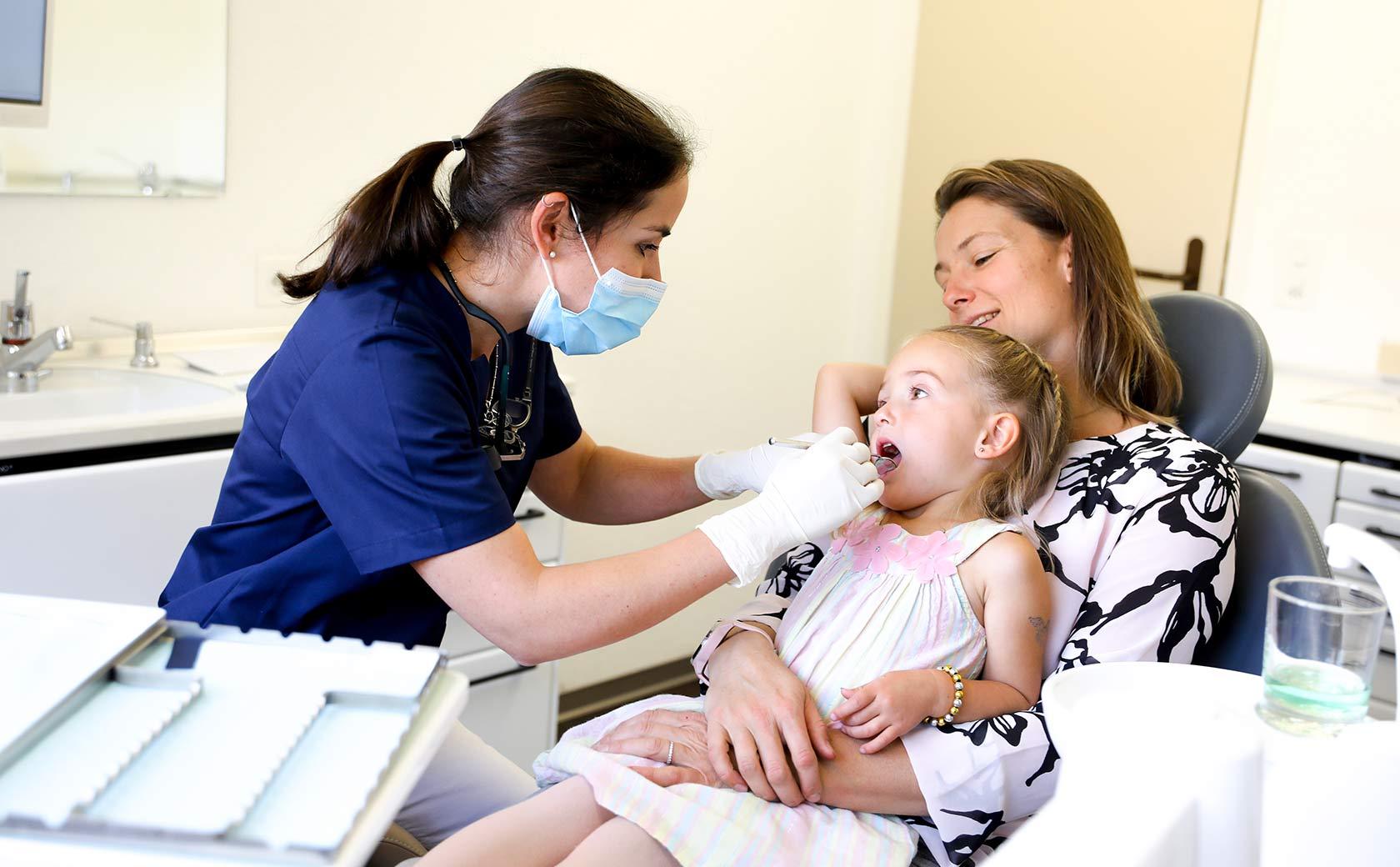 Kindgerechte Zahnarztbehandlungen