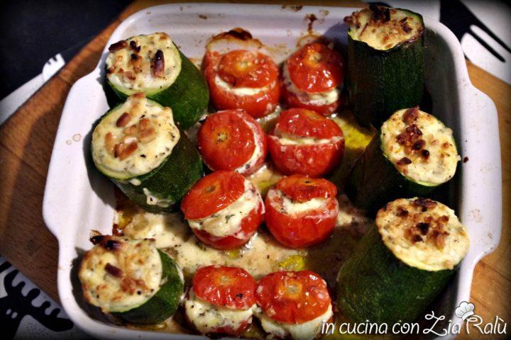 Zucchine e pomodorini ripieni di formaggio e menta