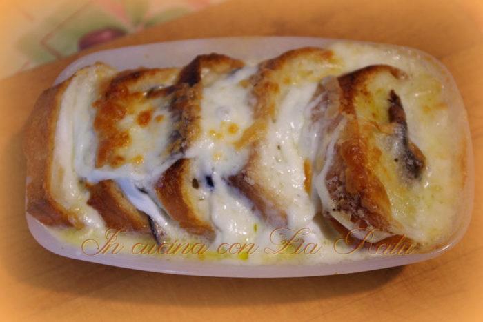Crostoni pane mozzarella e alici