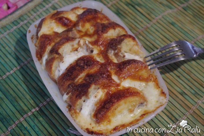 crostoni di pane mozzarella e lici