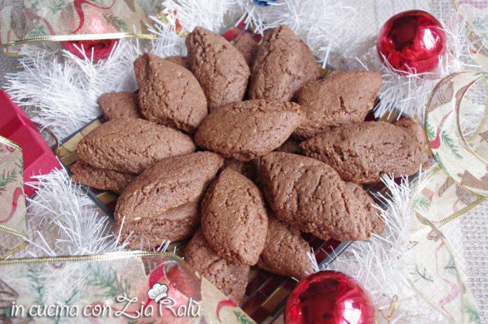 castagnelle  baresi dolci di mandorle natalizi