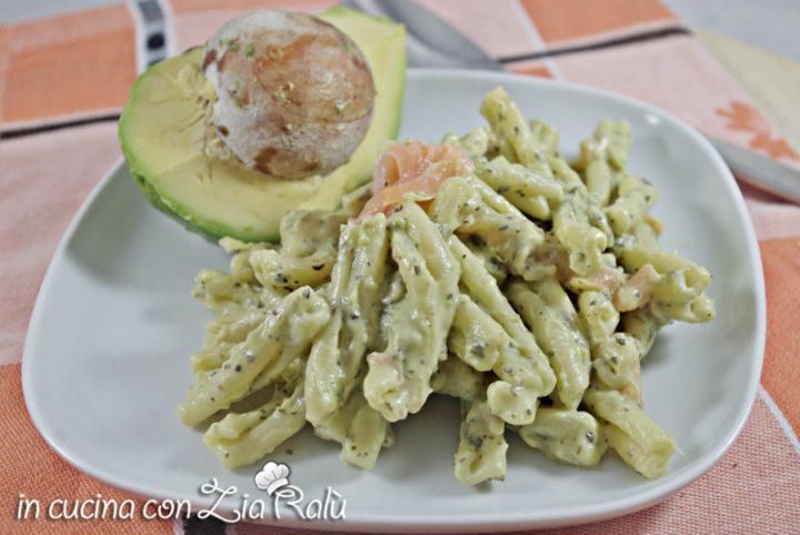 caserecce crema di avocado e salmone