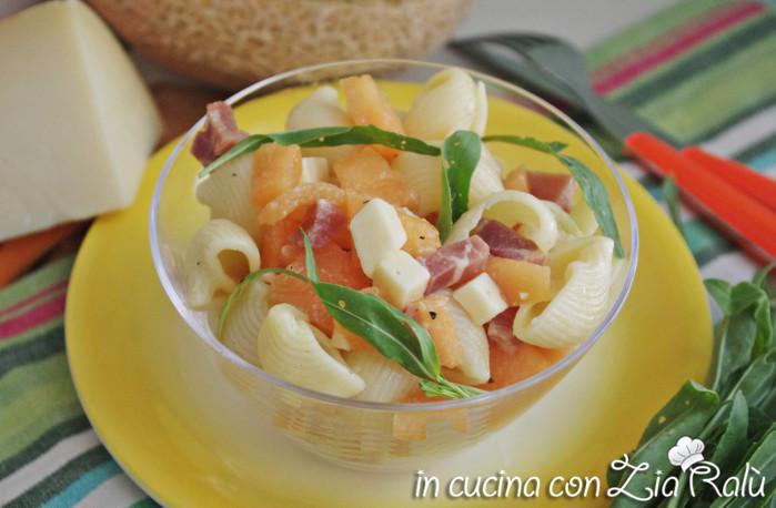 Insalata di pasta melone caciocavallo e prosciutto