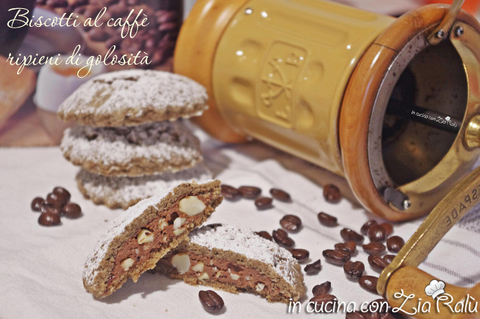 Biscotti al caffè ripieni di crema nocciole