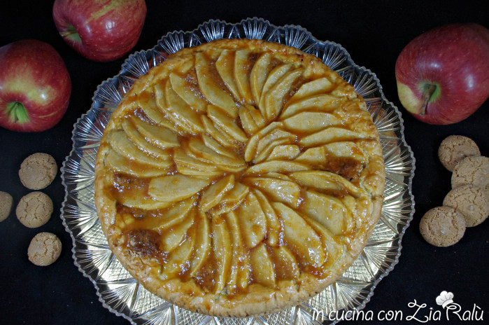 crostata alle mele e amaretti