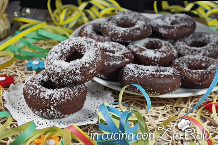 Ciambelle fritte al cacao e cocco