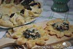 Fiori di pizza spinaci salsiccia e gorgonzola