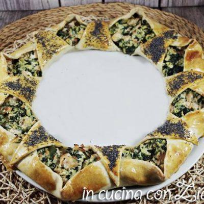 Corona di pasta matta salmone zucchine e spinaci La ricetta della corona di pasta matta salmone zucchine e spinaci