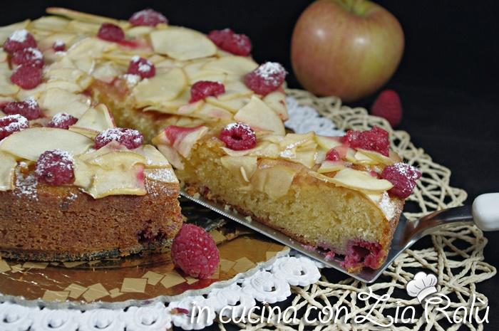 Torta soffice mela e lamponi