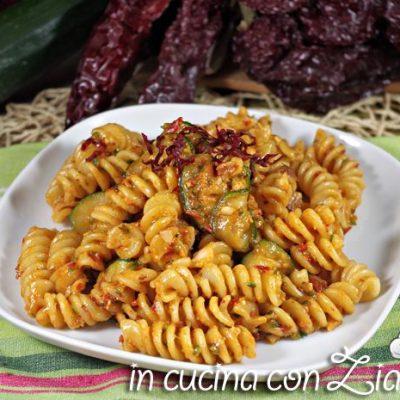 pasta al pesto di zucchine e peperoni di Senise