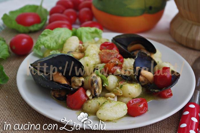 gnocchi cozze e pesto di zucchine