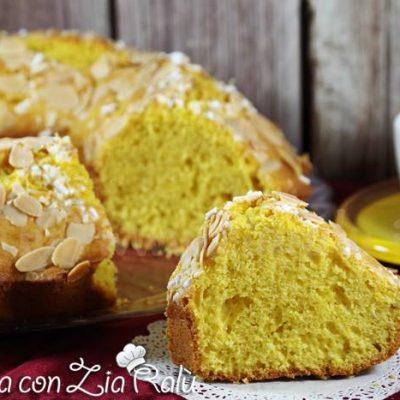La ciambella al latte e limone è un dolce senza burro molto profumato e soffice. Ideale per una colazione o una merenda sana e gustosa