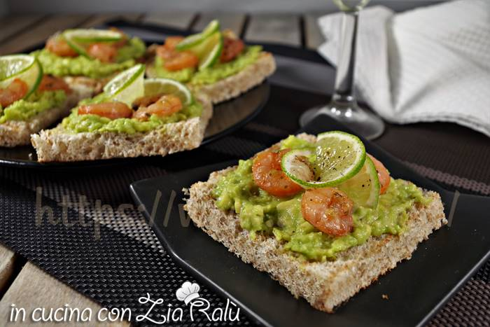tartine avocado gamberi e lime