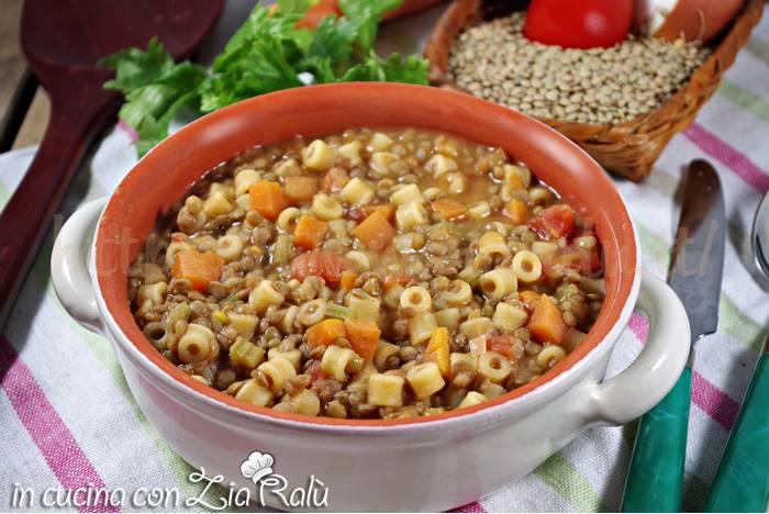 Minestra di lenticchie con la pasta